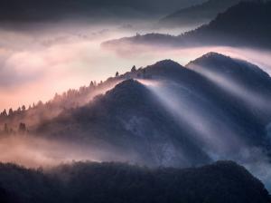 云漫屋脊山